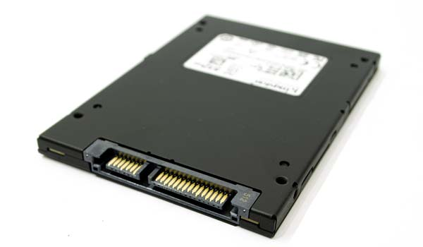 Ukuran SSD Kingston KC600 bentuk slim